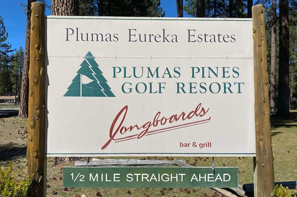 Plumas-Pines-sign